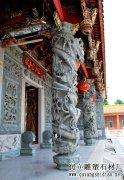 寺庙龙盘柱